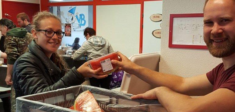 CDA Utrecht help een handje mee bij voedselbank ondiep